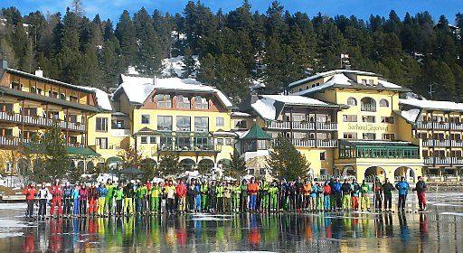 71 neue SkilehrerInnen bereit für den Winter | Fotograf: Seehotel Jägerwirt | Credit:Seehotel Jägerwirt | Mehr Informationen und Bilddownload in voller Auflösung: http://www.ots.at/presseaussendung/OBS_20131227_OBS0008