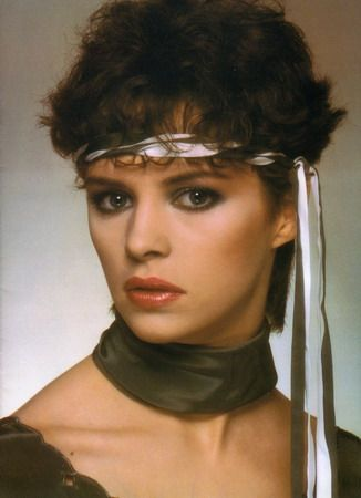 80's pop singer Sheena Easton turns 55 today. She was born 4-27 in 1959.