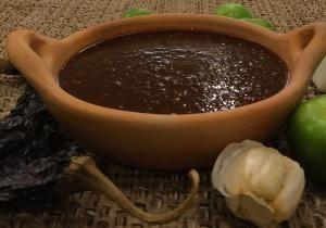Para un guisado exquisito: Salsa de chile pasilla: La salsa de chile pasilla es una riquísima base para una variedad de guisados.