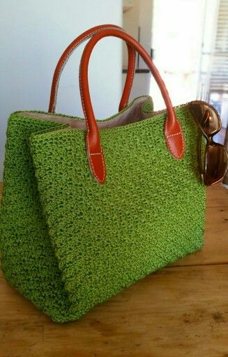 Libelle Natural Bags : One of our favorite hancrafted crochet handbags. Fully lined in suede and leather handle. This one in apple green is just awesome...!