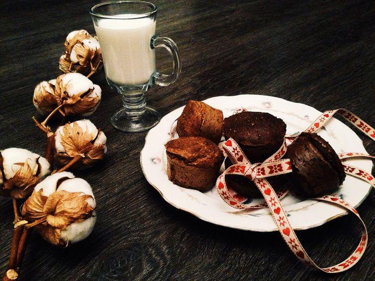 Хотите приготовить диетические, но очень вкусные шоколадно-апельсиновые кексы? Кексы из льняной муки не превратятся в лишний жир на вашей фигуре.