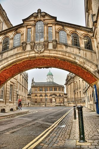 Hertford Bridge (Bridge of Sighs) - Oxford, England - UK. Beautiful UK Bridges: http://www.europealacarte.co.uk/blog/2013/04/29/uk-bridges/