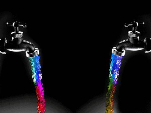 Los grifos est n echando agua de colores construye for Grifos de colores