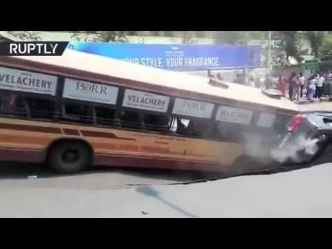 INC News Commentary: Автобус провалился под асфальт в Индии
