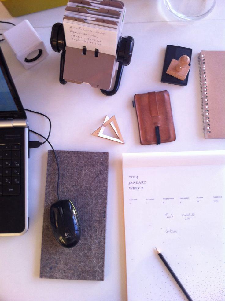 Cleaning up my desk at snug.studio. snug-online.com