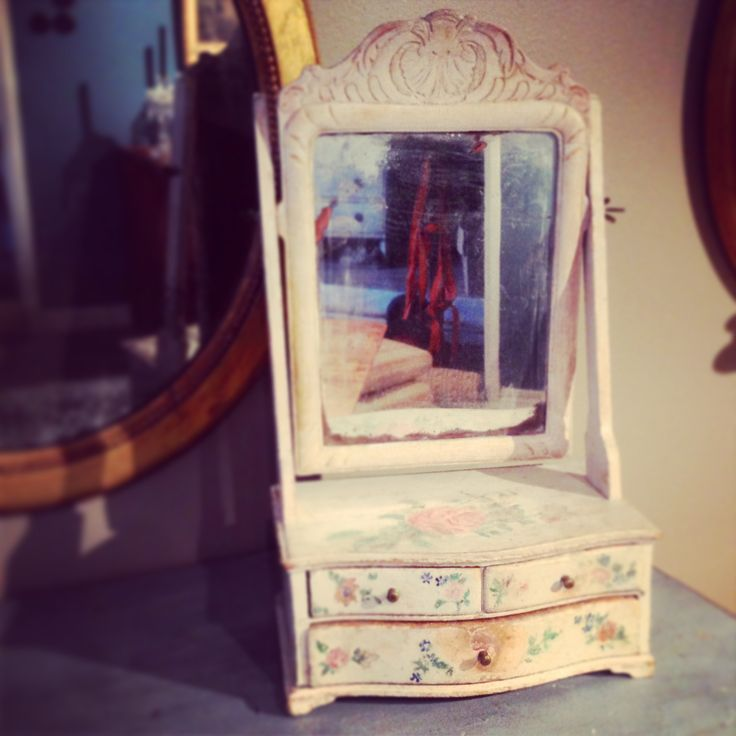 Gustavian Mirror Box . Www.dlarssoninterior.com