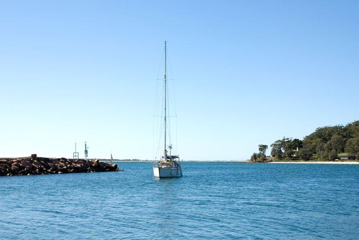 boat-entering-nelsons-bay-port-stephens