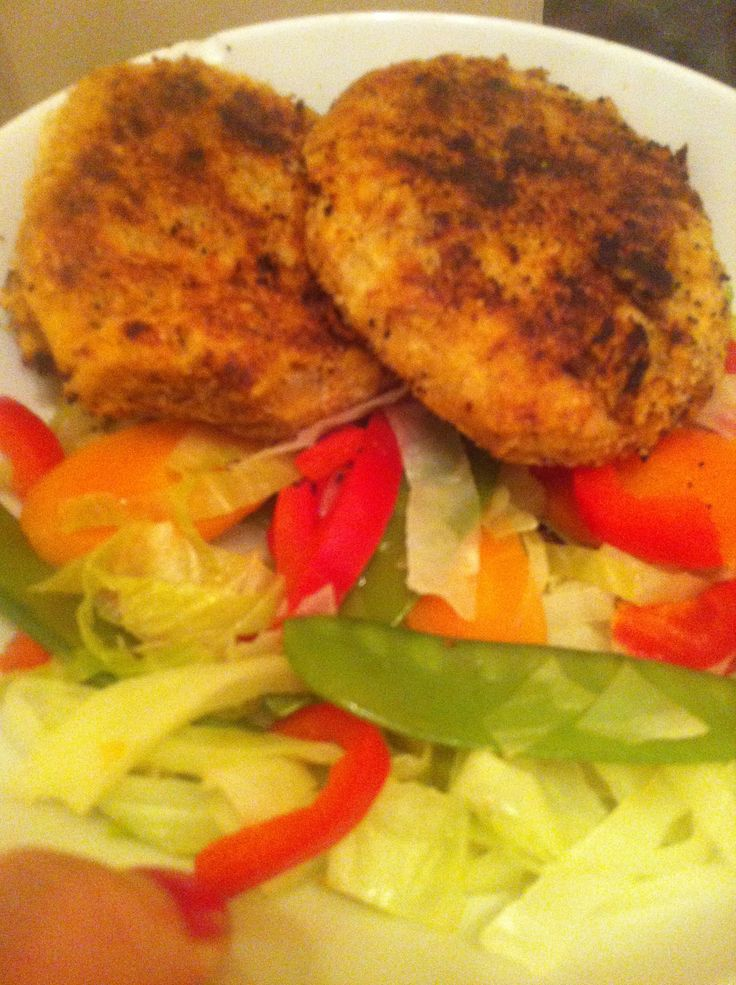 These fish cakes are a brilliant quick dinner that I'm convinced most people would be able to make right now without a trip to the shops. All you need is a tin of fish (I used tuna) or left over co...