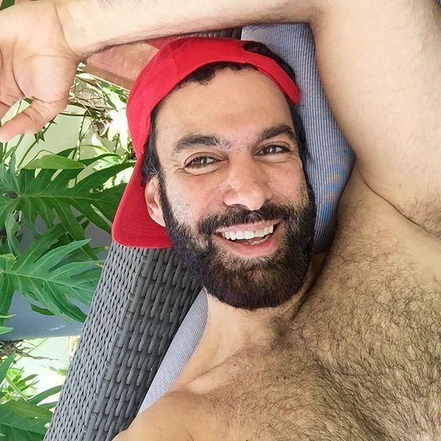 @chafi_    #instaphotos  #barbudosepeludos #beardedandhairy #barbudos #bearded #peludos #hairy #barba #beard #pelos #barbaepelos #homens #boys #men #brazil #world #followme #fanfab #naodepileapare by barbudosepeludos