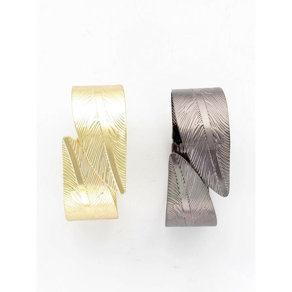 This bracelet features two big leaves that cuffs delicately around your wrist. Get this hot selling design to pair with any outfit!  Available in: Pewter and Gold