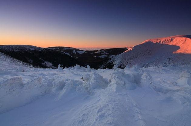 Fot. Piotr TrachtaWschód słońca nad czeskimi Karkonoszami