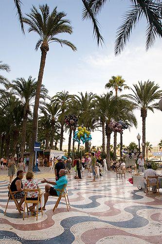 Alicante, tertulias en la calle,  Spain