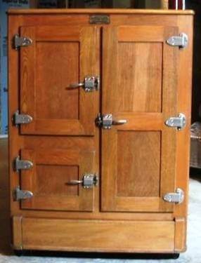 Vintage ice box...I got one for Christmas once. XO: Ice Boxes Lov, Vintage Ice Boxes, Vintage Kitchens, Antiques Vintage, Antiques Ice, Ice Boxes I, Antique Ice, Beautiful Vintage, Oak Ice Boxes