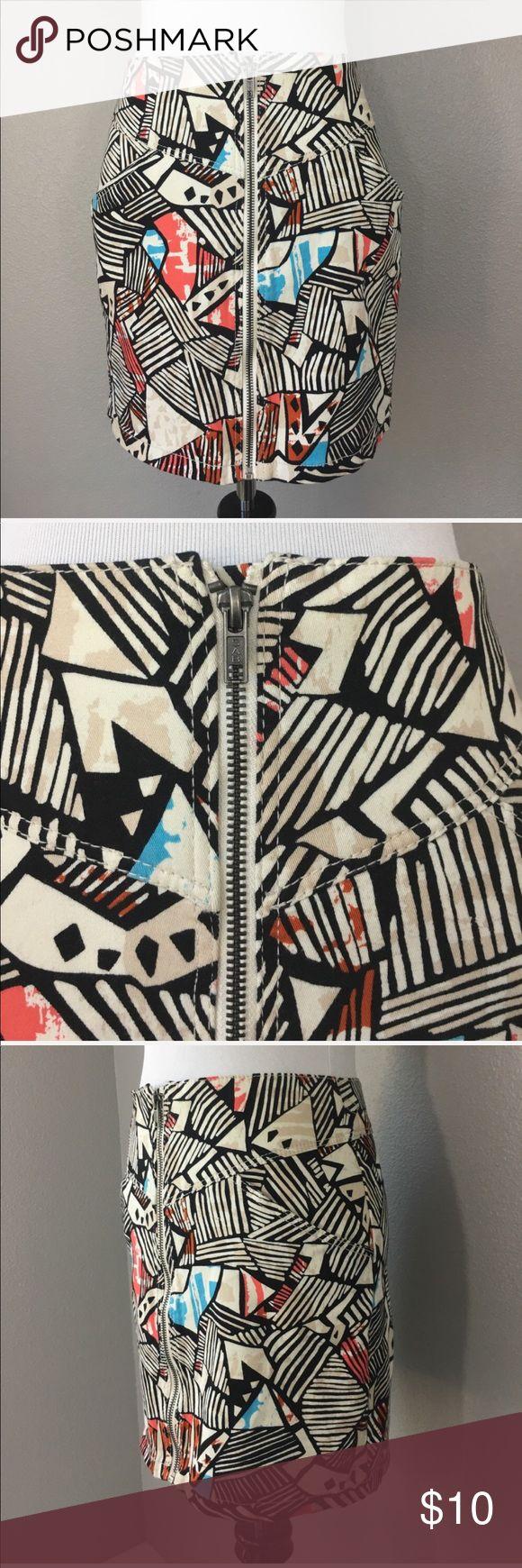 "Divider zipper front skirt size 6 Divided Skirt. 90% Cotton 3% elastane   Zippered front  Geometrical print  Size 6  Measurements laying flat  Waist: 13.5""  Length: 15"" Divided Skirts Midi"