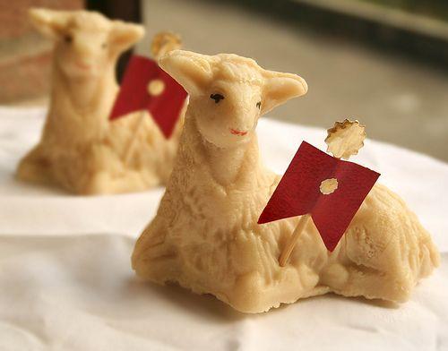 A proposito di Pasqua, dimenticavo di dirvi che io, l'agnello, lo mangio. E lo preparo con questa ricetta. :)
