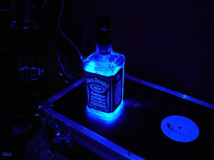 DRUGIE ŻYCIE BUTELKI Jacka Daniel'sa LAMPA zarówno STOJĄCA jak i WISZĄCA Światło Led 4,5W=40W ciepły błękit ☼  ●/ /▌ / )