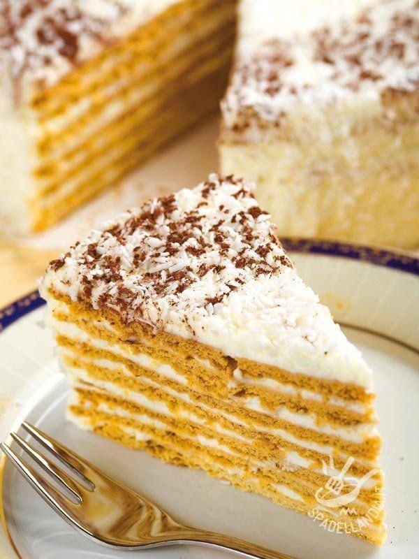 Millefeuille coconut cream - Il Millefoglie alla crema di cocco è buonissimo, nessuno può resistervi! La crema di cocco è squisita, esotica e anche leggera. Cosa aspettate? #millefoglie #tortaalcocco