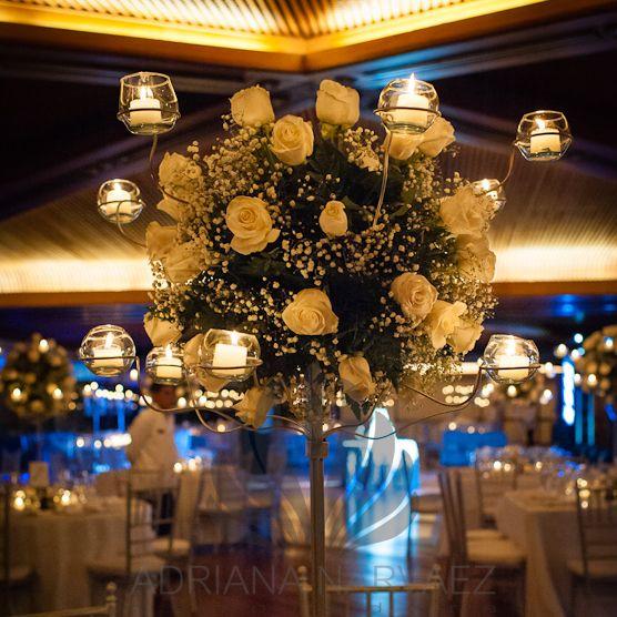Arreglo floral con velas