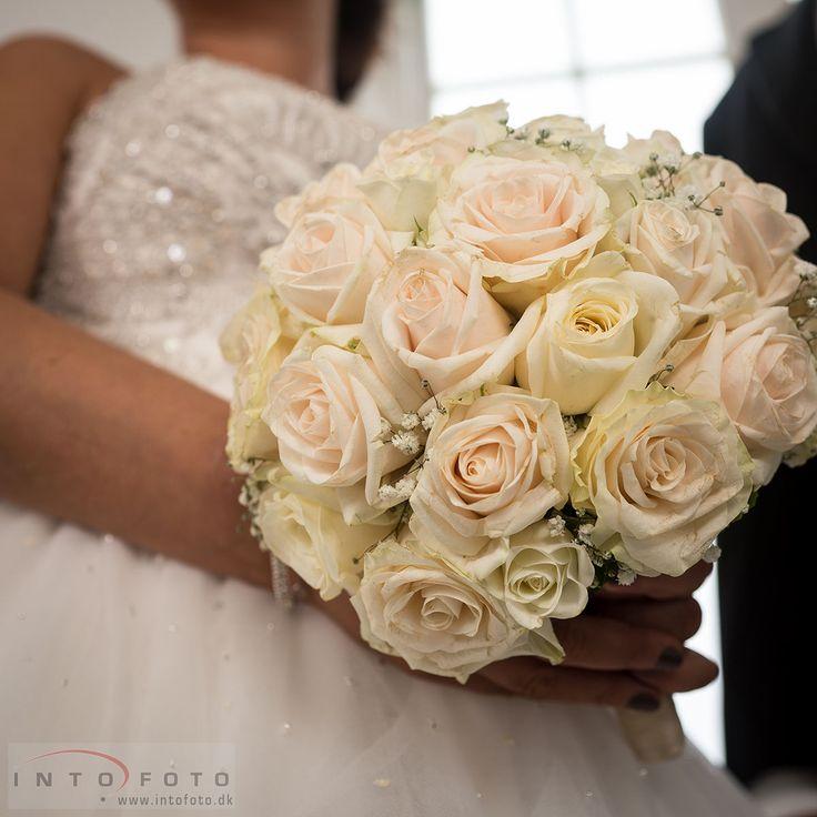 Brudebuketten #Bryllup #Wedding #Bryllupsfotograf #Intofoto #Bryllupsfoto #Bryllupsfotografering #Hillerød #Nordsjælland #Vielse #Brudebuket