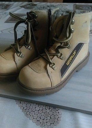 À vendre sur #vintedfrance ! http://www.vinted.fr/mode-enfants/chaussures/25727656-paire-de-bottes-caterpillar-neuve-avec-prix-dessus