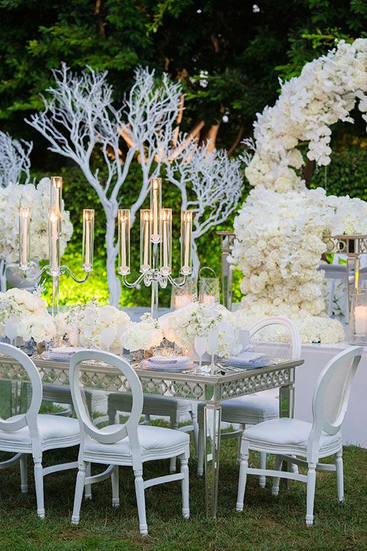 Frosted glass and mirrored accents help to tie together this Frozen inspired wedding.