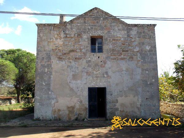 Chiesa di San Lasi (San Biagio), Salve. Al suo interno custodisce lacerti di affreschi del XII secolo.