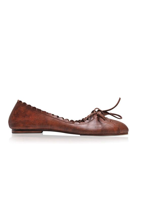 ENDLESS LOVE. Pointy shoes / brown leather shoes / by BaliELF