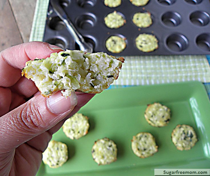 Mini Quinoa Zucchini Cheese Bites Ingredients : ◾2 cups grated zucchini ( about 1 medium) ◾1 egg ◾1/2 cup grated Parmesan Cheese ◾1/2 cup cooked quinoa (see this post to cook quinoa) ◾optional: 1/4 cup chopped cilantro, salt & pepper
