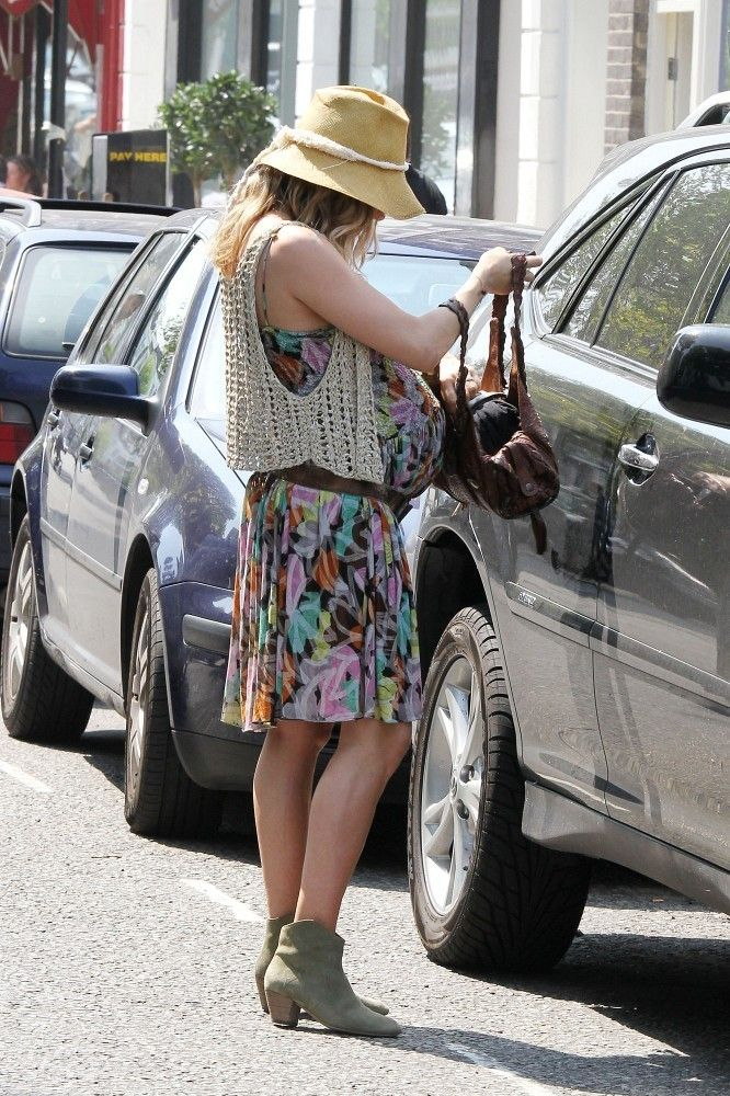 Sienna Miller - Pictures of a Pregnant Sienna Miller