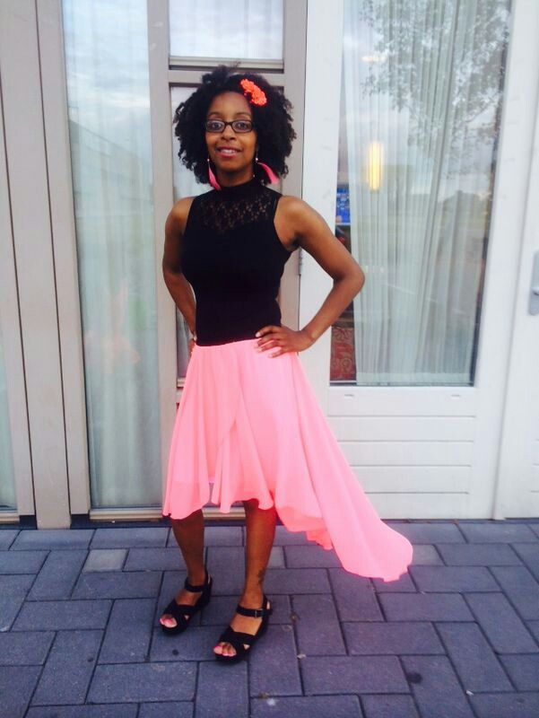 Natural lady wearing pink / black