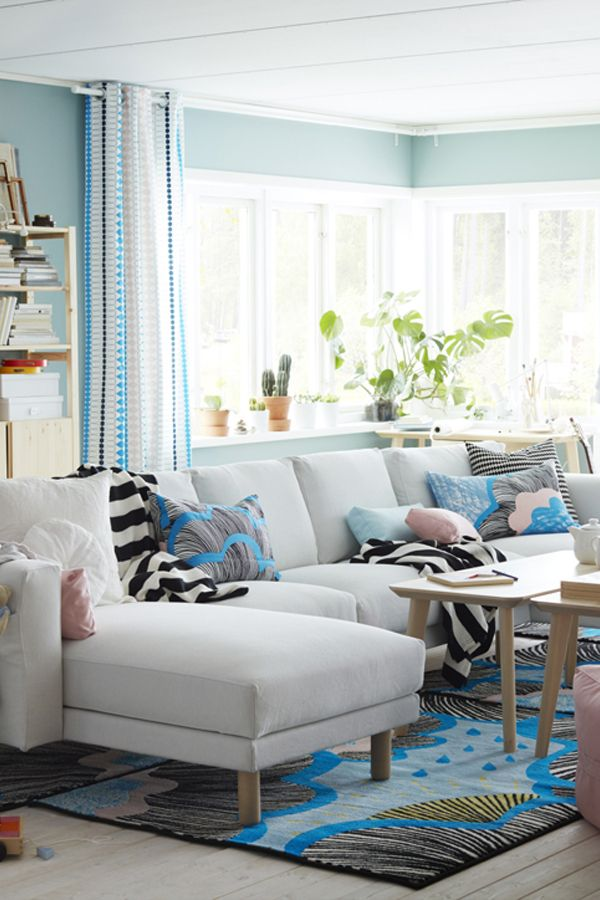 Brighten up your living room this summer! Bring your living room to life with soft curtains and light pillows. Find everything you need to create your perfect space.