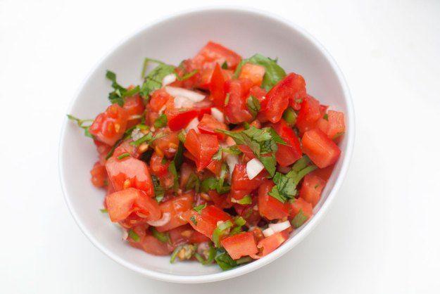 PICO DE GALLO: Supergod tomatsalat som gjør seg aller best til taco.