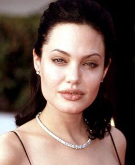 Анджелина Джоли планирует усыновить седьмого ребенка https://dni24.com/exclusive/126194-andzhelina-dzholi-planiruet-usynovit-sedmogo-rebenka.html  В зарубежных СМИ появилась информация, что Анджелина Джоли планирует начать процесс усыновления седьмого ребенка. Актриса рассчитывает, что отцом ребенка станет ее новый бойфренд.