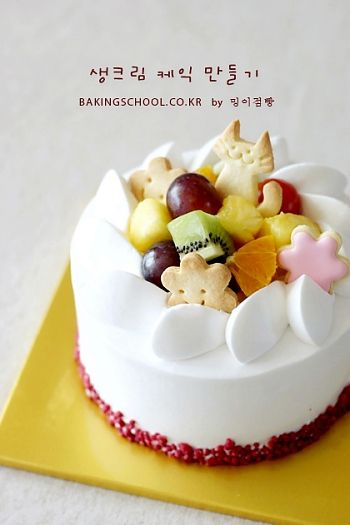 Create a cream cake