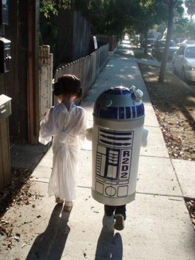 cute #halloween #costume - princess leia and R2D2. I remember the year Kellie and Dustin dressed as Princes Leia and Hans Solo!