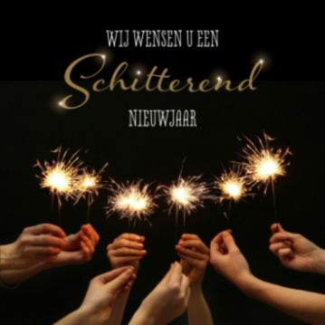 Zakelijke kerstkaart met handen die sterretjes vasthouden en detoepasselijke tekst 'Wij wensen u een schitterend nieuwjaar'. Chique zwarte kaart om naar uw zakelijke relaties te sturen.
