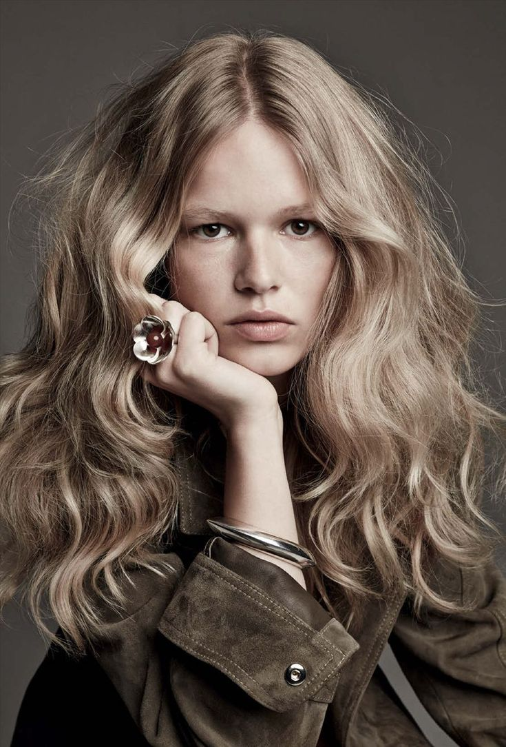Anna Ewers --long and wavy