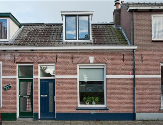 ZWOLLE, Celebesstraat 24. Keurige starterswoning op loopafstand van het centrum van Zwolle met een verrassend royale woonkamer.