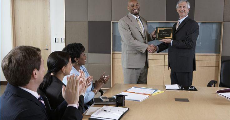 Cómo configurar categorías para premios a los empleados. Es importante contar con la lealtad de tus empleados y que sean felices con la empresa. Si tienes empleados descontentos, estarán más dispuestos a abandonar el barco. Una de las maneras de mantenerlos contentos, es ofrecer premios. Entonces, necesitas saber cuáles son las categorías para configurar estos premios.