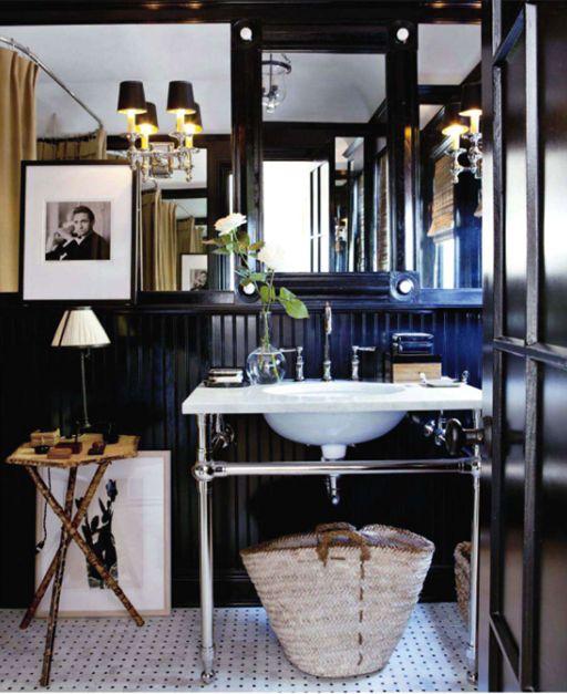 Iluminar Baño Oscuro:Black Beadboard Bathroom Walls