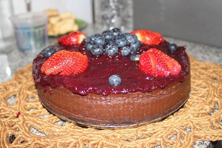 Cheesecake de chocolate con frutos rojos