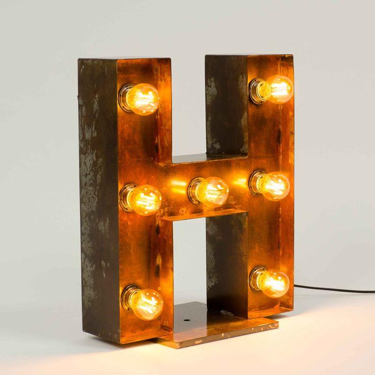 Letras metálicas con bombillas vintage soporte base