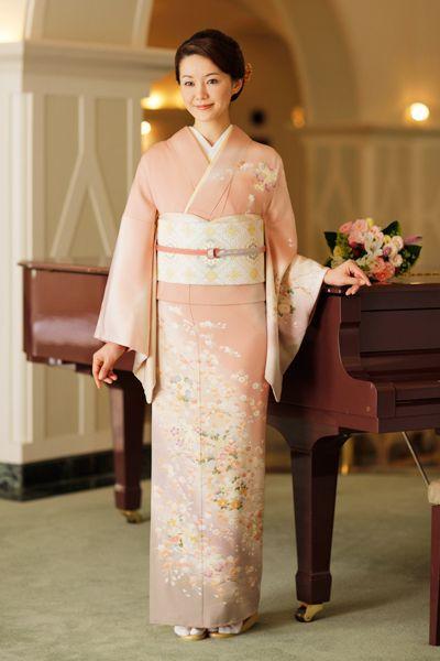 華やかなサーモンピンクの訪問着♡ 結婚式列席者用の着物のアイデアまとめ☆
