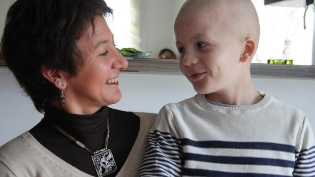 Sandrine va pouvoir rester auprès de son fils, atteint d'une tumeur au cerveau, pour le plus grand plaisir de Noah.