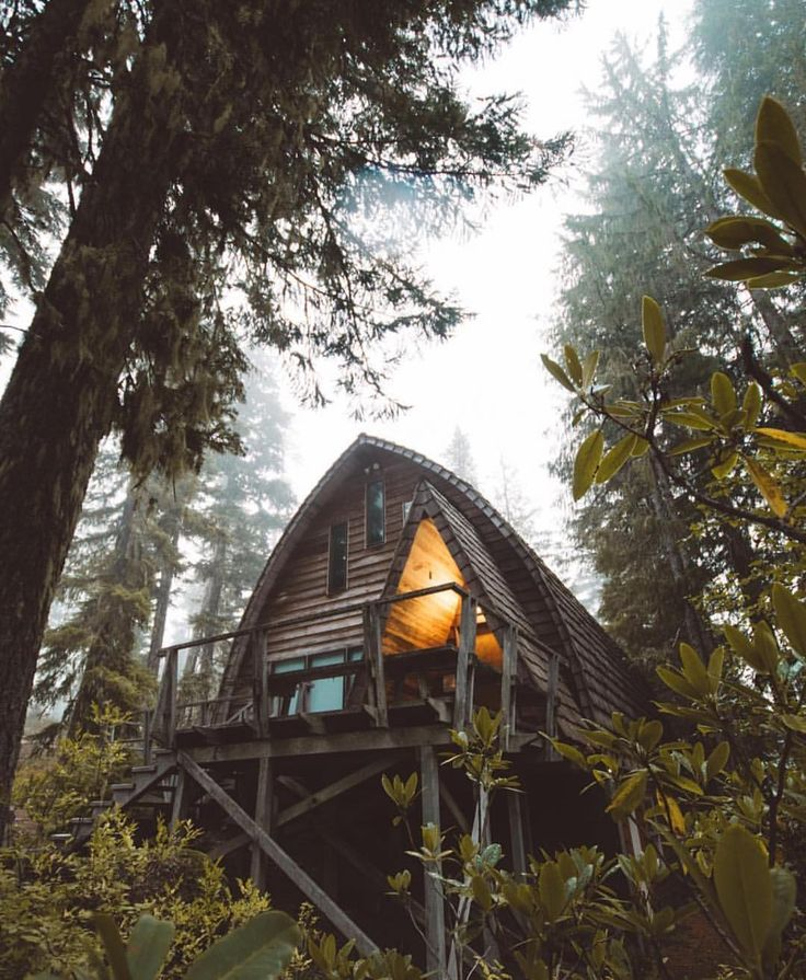 Fall is here - it's time for warm fires, rain, fog and cabins ⬇️⛺️ See more picture like this on Instagram @lost_cabins
