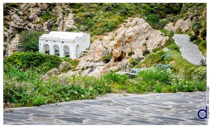 The paved road that leads to the old Laundry is situated between Pano and Kato Chora - Serifos, Cyclades. | Το πλακόστρωτο δρομάκι που οδηγεί στο παλιό Πλυσταριό βρίσκεται ανάμεσα στην Πάνω και την Κάτω Χώρα - Σέριφος, Κυκλάδες. Μάθετε περισσότερα στο: http://www.discover-serifos.com/el/anakalupste/aksiotheata/simeia-endiaferontos/plustario
