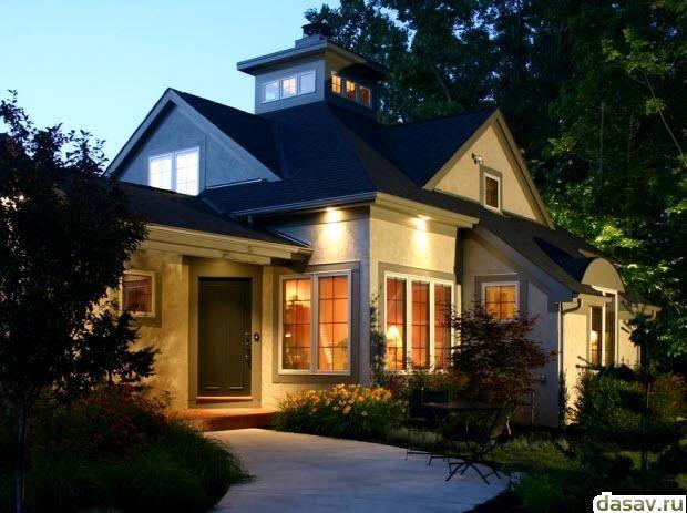 Подсветка дома, в результате дает освещение прилегающему к дому участку