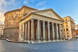 """El Panteón de Agripa es una obra arquitectónica de planta circular construida en Roma por Adriano en el siglo I d.C. Está dedicado a todos los dioses (de ahí viene el nombre """"panteón""""), y de él destacan su amplia cella redonda y una columnata a modo de pronaos (octástilo)."""