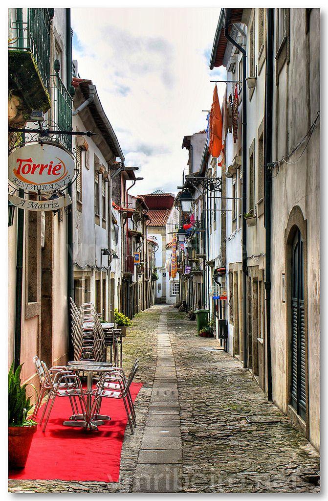 Rua do centro histórico de Viana do Castelo | #Portugal #vianadocastelo