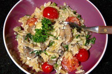 Cinco Quartos de Laranja: Salada de massinha com legumes salteados